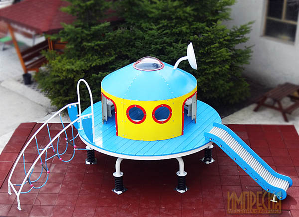 Playground facility flying saucer