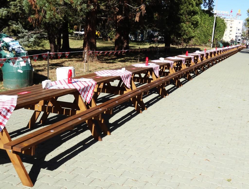 the-longest-table1