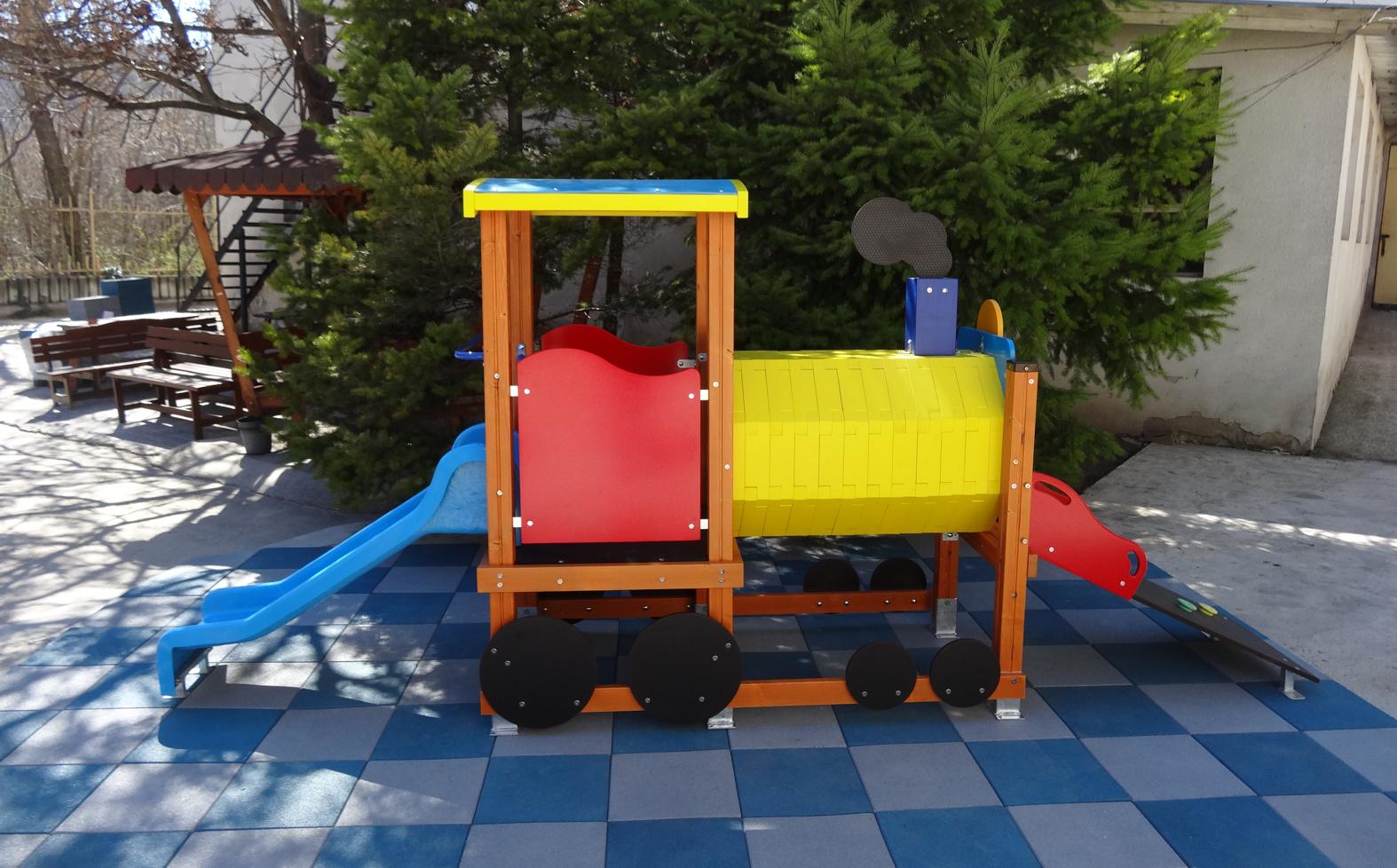"""Снимка на продукта: Комбинирано детско съоръжение, модел КД53 – """"Локомотив с пързалка"""""""